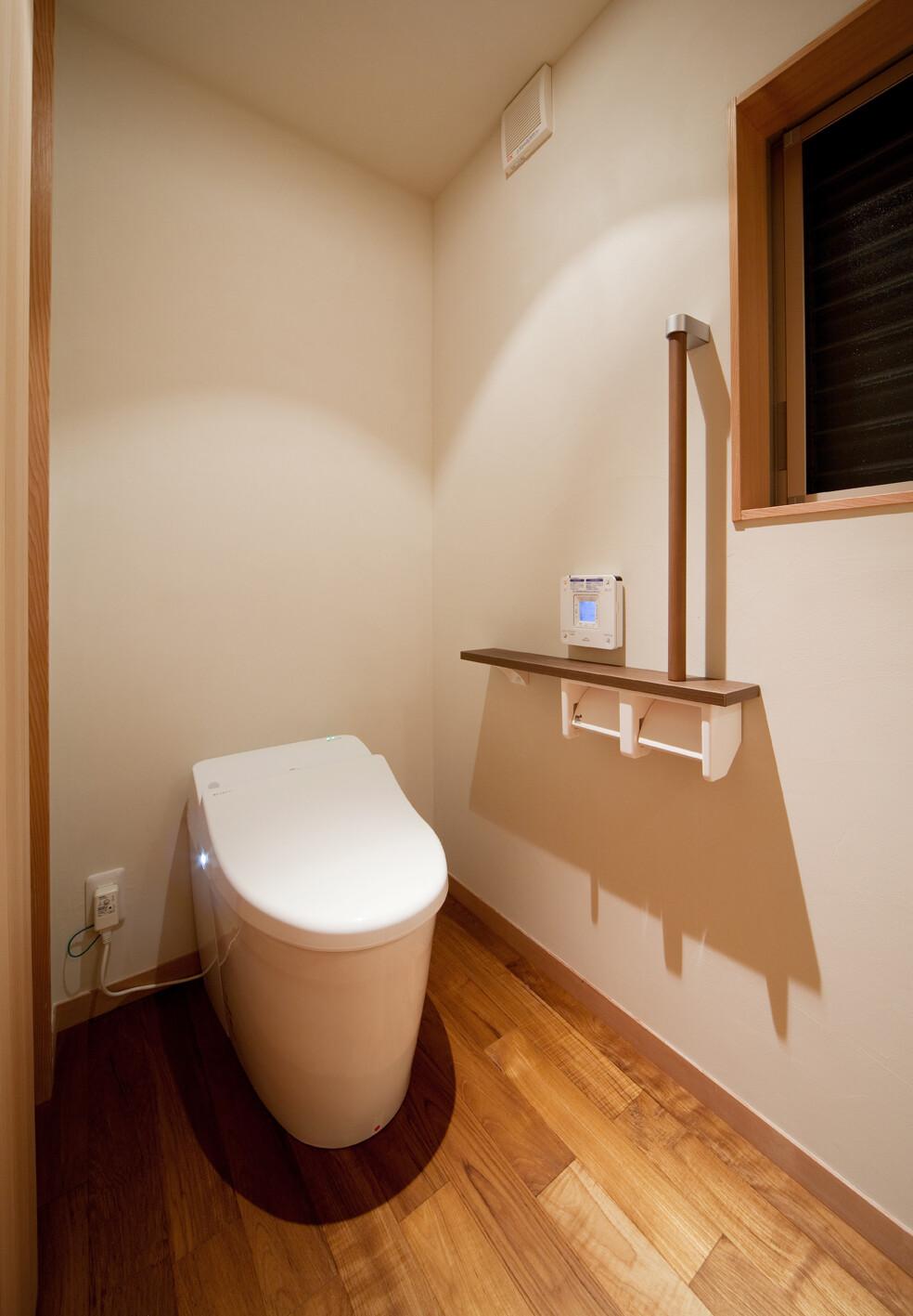 暖かく広いトイレ】(株)フレックス唐津の実例詳細   リフォーム実例